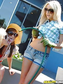 Lesbian Outdoor Porn
